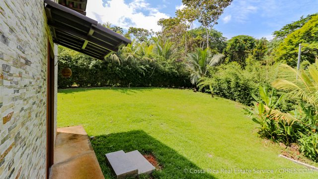 Spacious Garden for Pet Owners