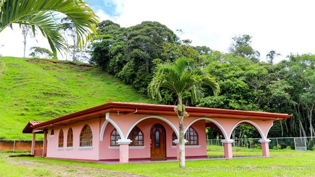 Home with Hobby Coffee Farm Near San Isidro