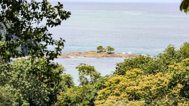 Dominicalito Island View