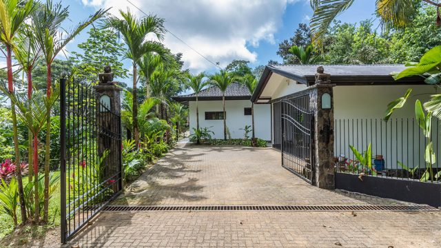 Fenced & Gated Home in Uvita