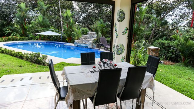 Outdoor Enclosed Dinning