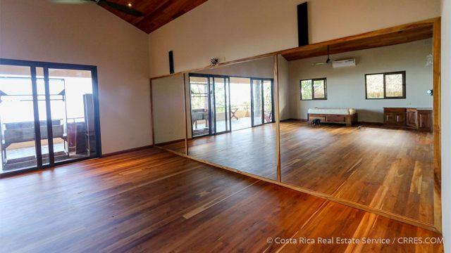 Large Bedroom/ Dance Studio