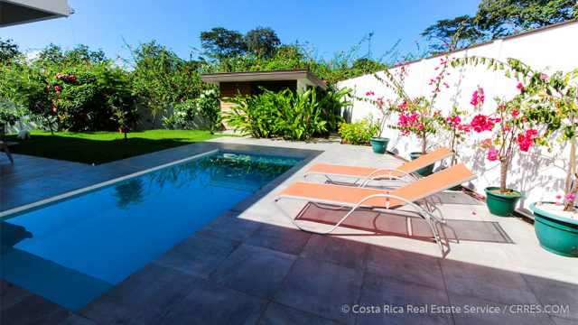 Swimming Pool with Outside Lounge