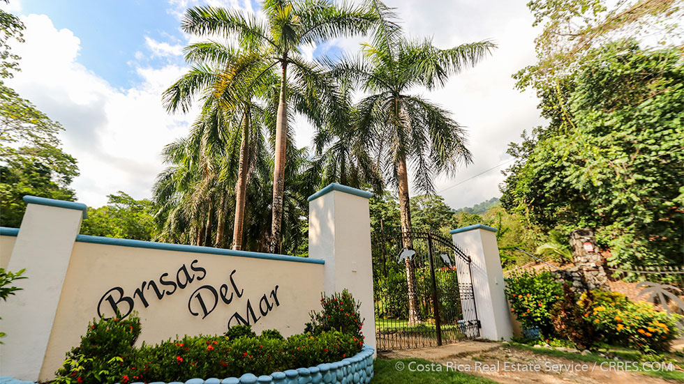 Land with ocean view and rainforest zones in the brisas - Mar real estate ...