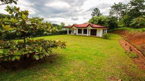 Beautiful Home in the Valley of Santa Rosa Near San Isidro