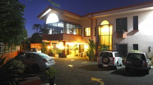 Hotel With Bar & Restaurant Between International Airport & San Jose