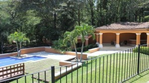 Convenient Condo In The Guachipelin Neighborhood Of Escazu