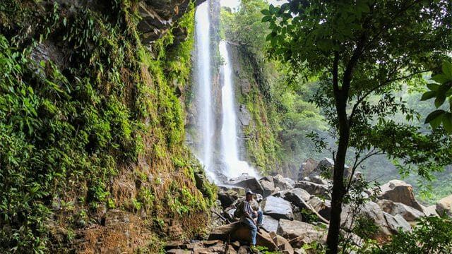 Hiking Trail to Upper Nauyaca Falls