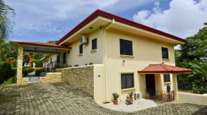 Beautiful Ranch Style Home with Guest Apartment in Manuel Antonio