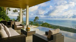 Luxury Rental Villa with Infinity Pool and Amazing Whales Tail View