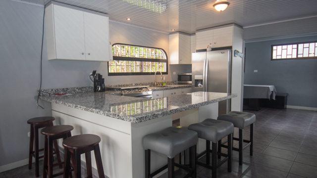 Full Kitchen w/Granite Counters