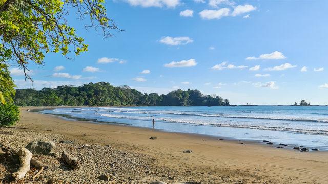 Walk to Dominicalito Bay