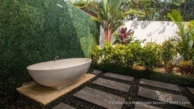 Luxurious Outdoor Bath
