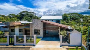 Comfortable Single Level Family Home with Plunge Pool in Quepos